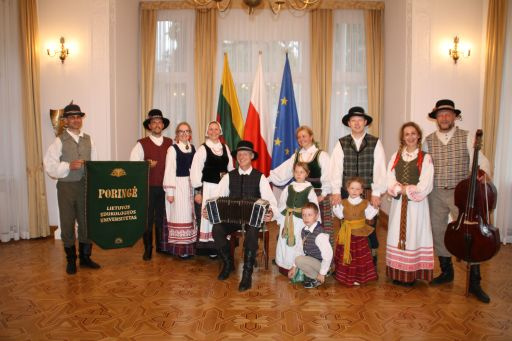 Jonines Lietuvos ambasadoje Varsuvoje 2017 su veliavom